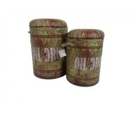 Pouf contenitore a forma di fusto di olio bidone verde consumato